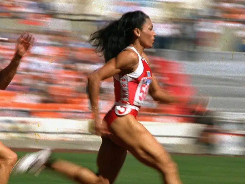 No se fracasa hasta que no se deja de intentar. /Florence Griffith, atletismo estadounidense.