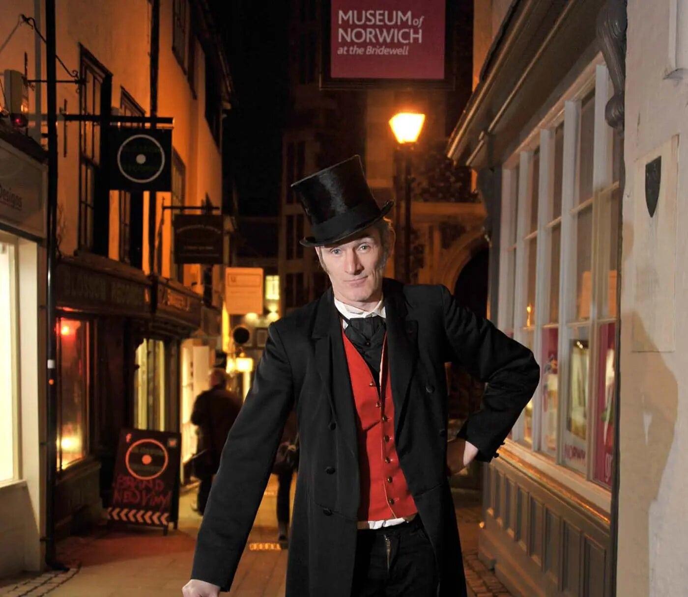 En una parte de Inglaterra, llamada Norfolk, existe un personaje llamado Jack Valentine, que toca tu puerta y deja dulces y regalos para los niños.