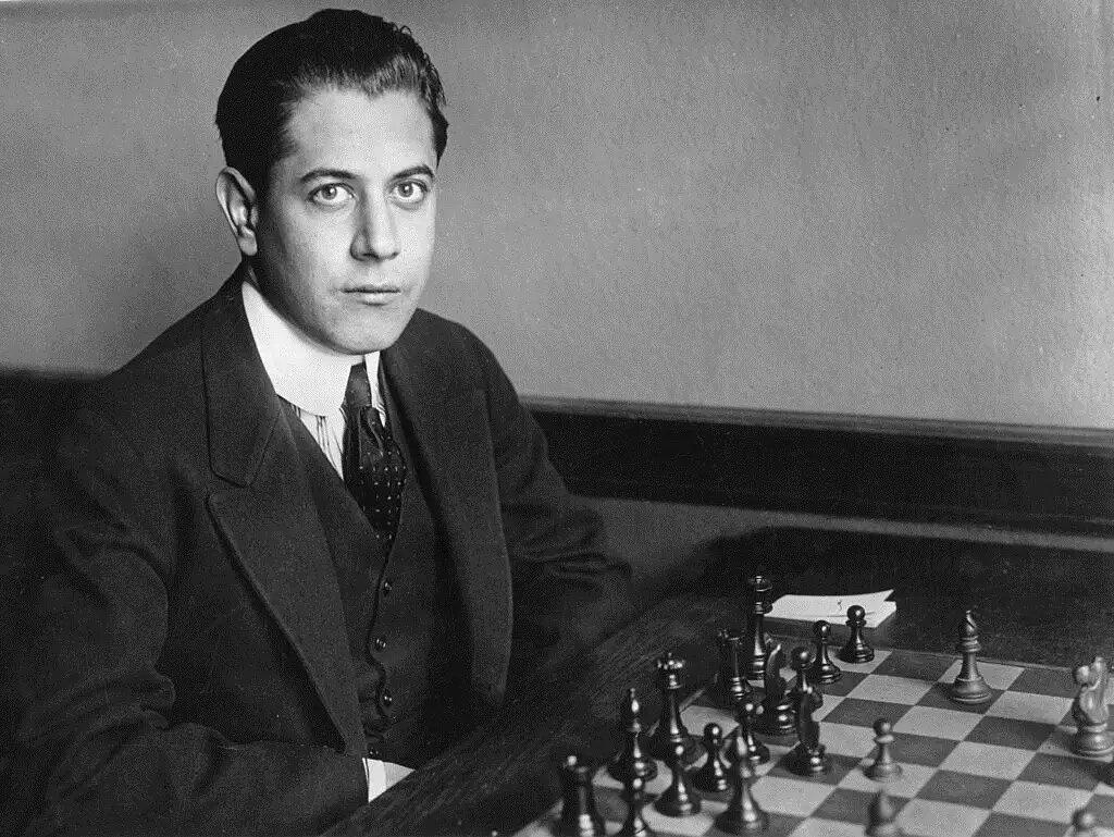 Se aprende más en los juegos que se pierden que en las partidas que se ganan. /José Raúl Capablanca, ajedrecista cubano.