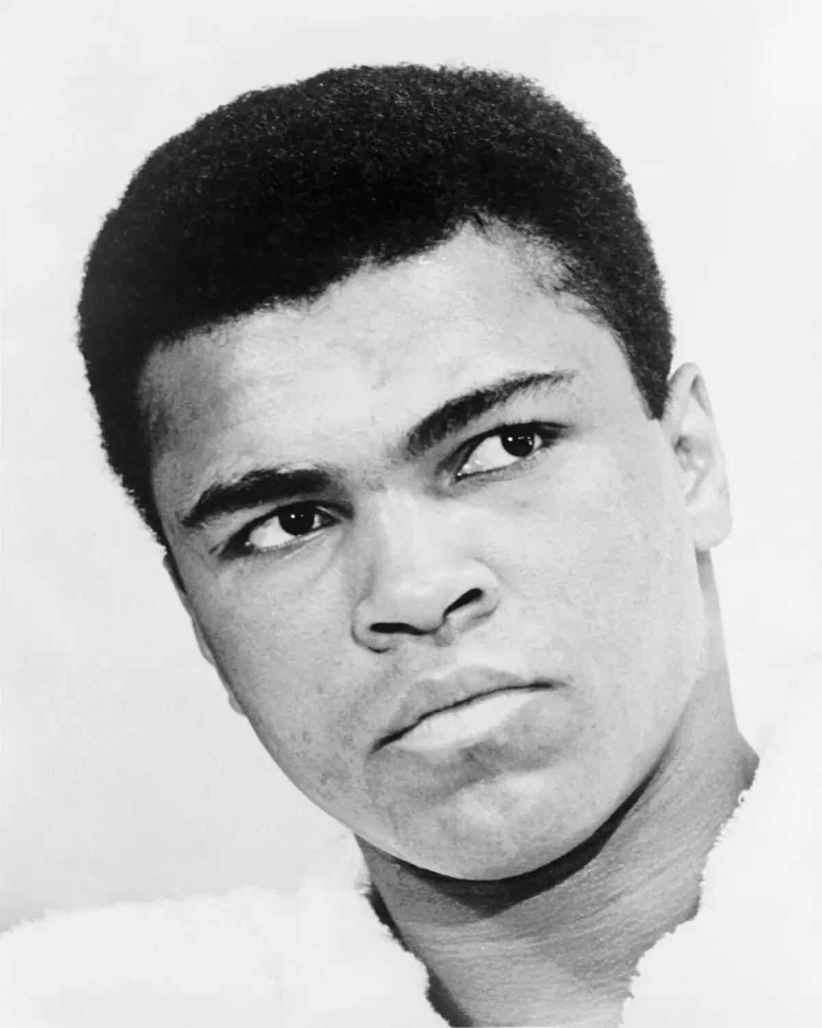 Odié cada minuto de entrenamiento, pero me dije: Sufro ahora y viviré mi vida como un campeón. /Muhammad Ali, boxeador estadounidense.