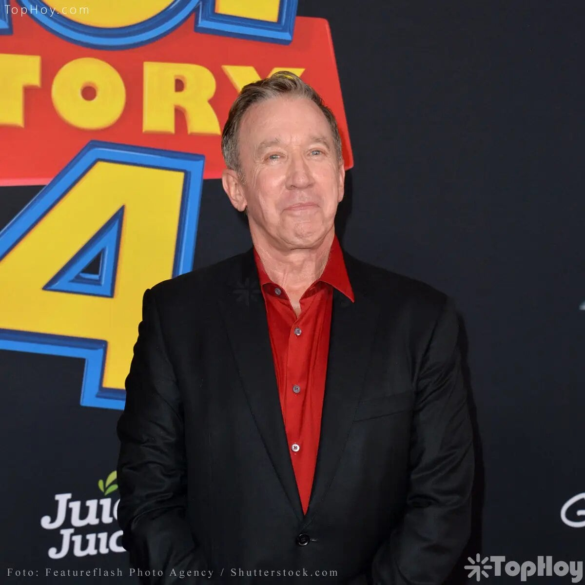 La voz de Buzz Lightyear se la ofrecieron en un primer momento a Jim Carrey, pero sus honorarios fueron tan elevados, que Pixar decidió entonces contratar al también actor, Tim Allen.