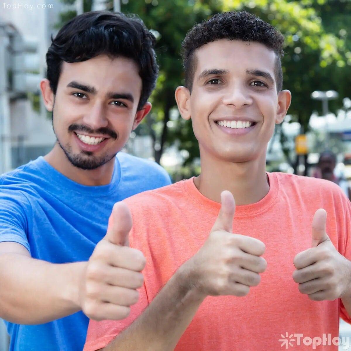 El latino tiene una impresionante facilidad de hacer amistades cuando se relaciona con otros. Por su parte, el anglosajón es más lento y cuidadoso al momento de establecer una conexión amistosa con alguien que recién conozca.