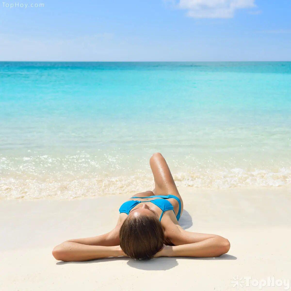 Secarse al sol provoca daños a la piel, pues el agua hace el efecto de lupa y favorece la aparición de quemaduras.