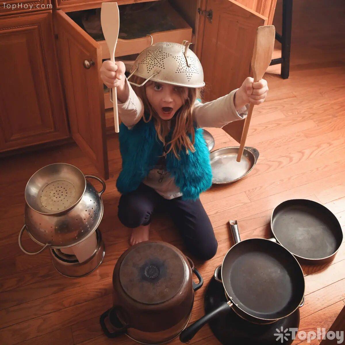 Golpear fuertemente las ollas, atraerá la buena suerte a tu hogar.