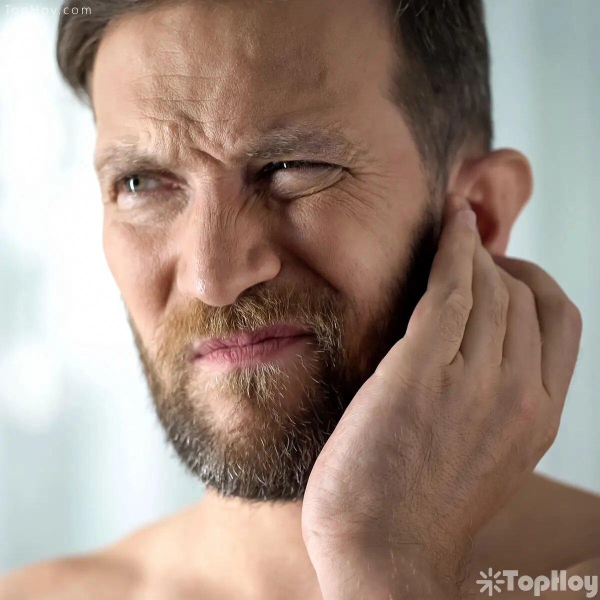 Otra de las supersticiones latinas es que si te pica el oído izquierdo seguramente alguien está hablando mal de ti.