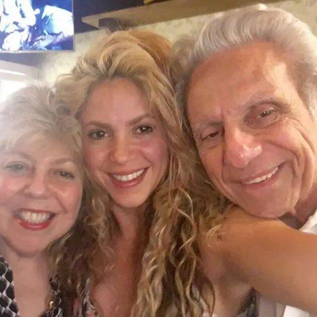 Su papá es libanés y su mamá española-italiana.