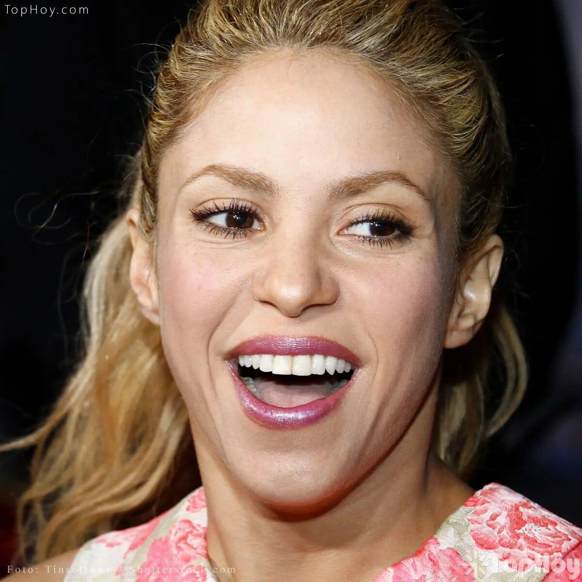 """Su nombre completo es Shakira Isabel Mebarak Ripoll, que en árabe significa """"mujer llena de gracia""""."""