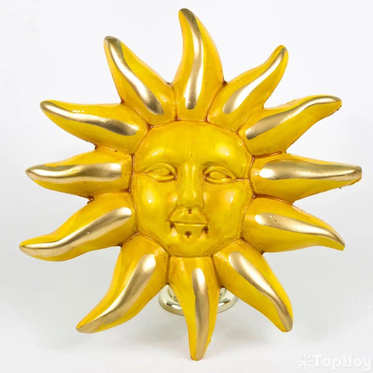 6 de 10 millonésimas partes del astro rey están hechas de oro. Si no fuera porque te quemas ya muchos hubiesen ido a buscar el tesoro invaluable que alberga.