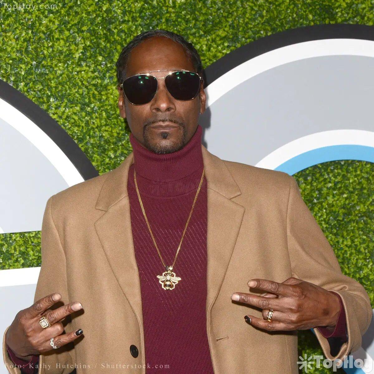 Fue compañera de escuela del rapero Snoop Dogg.