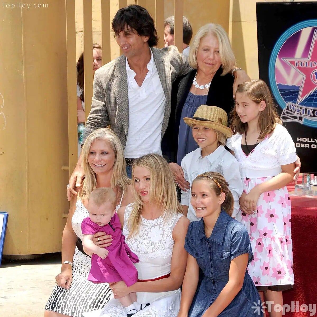 La familia de Cameron Diaz tiene raíces inglesas, alemanas, cubanas y norteamericanas.