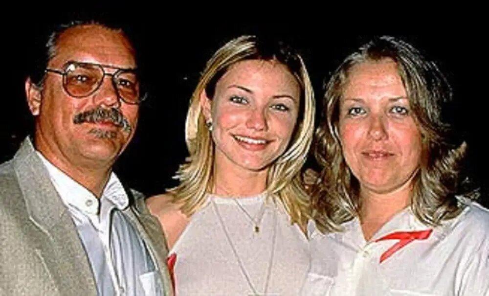 Su madre Billie Early, fue una agente de importación-exportación y su padre Emilio Díaz, trabajó en el departamento de oleoductos para la compañía petrolera de California UNOCAL durante más de veinte años.