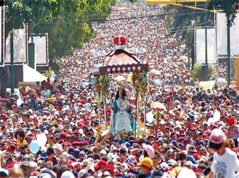Cada 14 de enero en el estado Lara se realiza la Procesión de la Virgen de la Divina Pastora, la tercera procesión más grande del mundo.