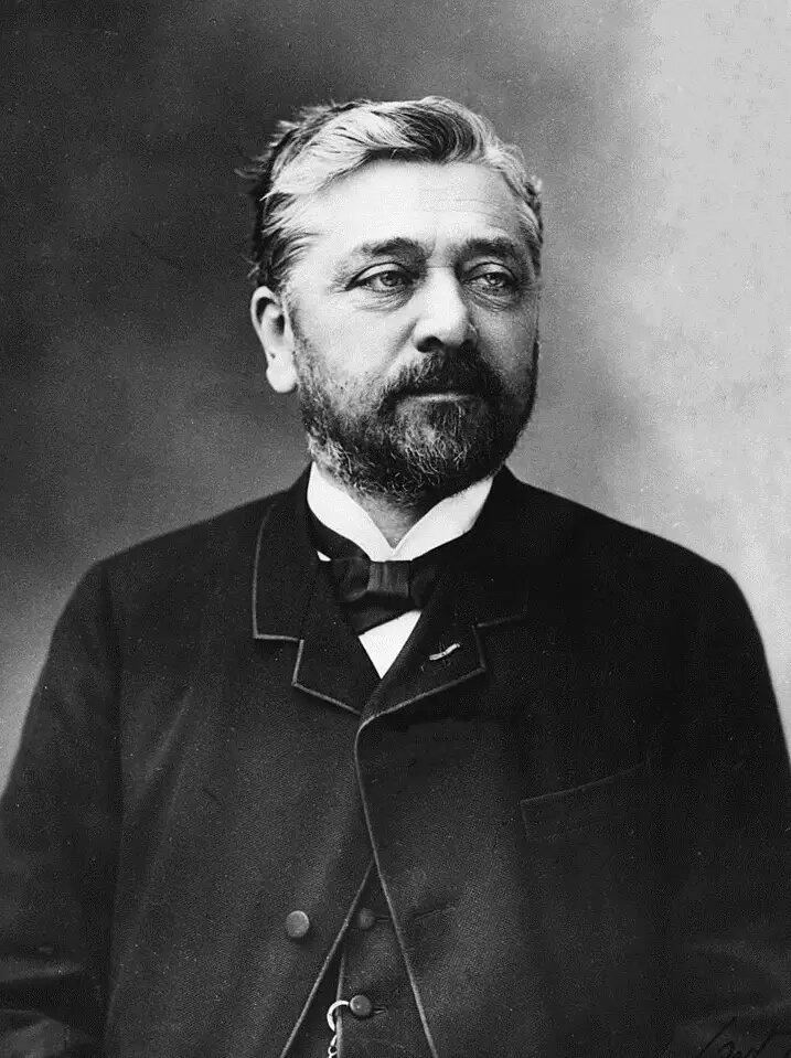 El esqueleto para la estatua fue diseñado por el famoso ingeniero Alexandre-Gustave Eiffel, artífice también de la Torre Eiffel.