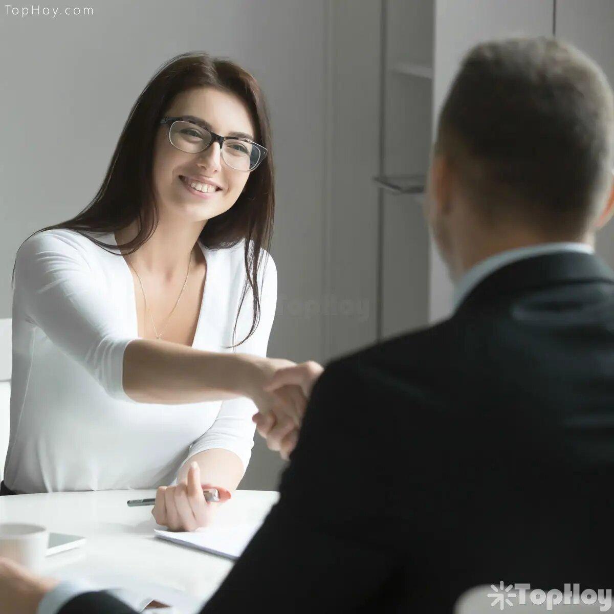 Trata de memorizar tu experiencia laborar; en ocasiones los nervios pueden traicionar y provocar que durante el interrogatorio se te olvide un aspecto importante de tu trayectoria profesional.