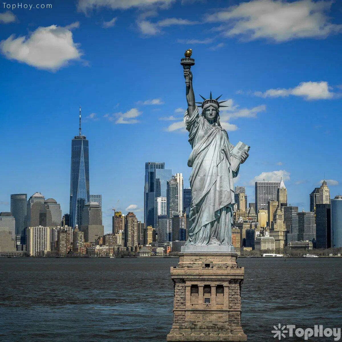 En julio de 1884 La estatua fue terminada en Francia. En junio de 1885 llegó a puerto de Nueva York a bordo de la fragata francesa 'Isere.