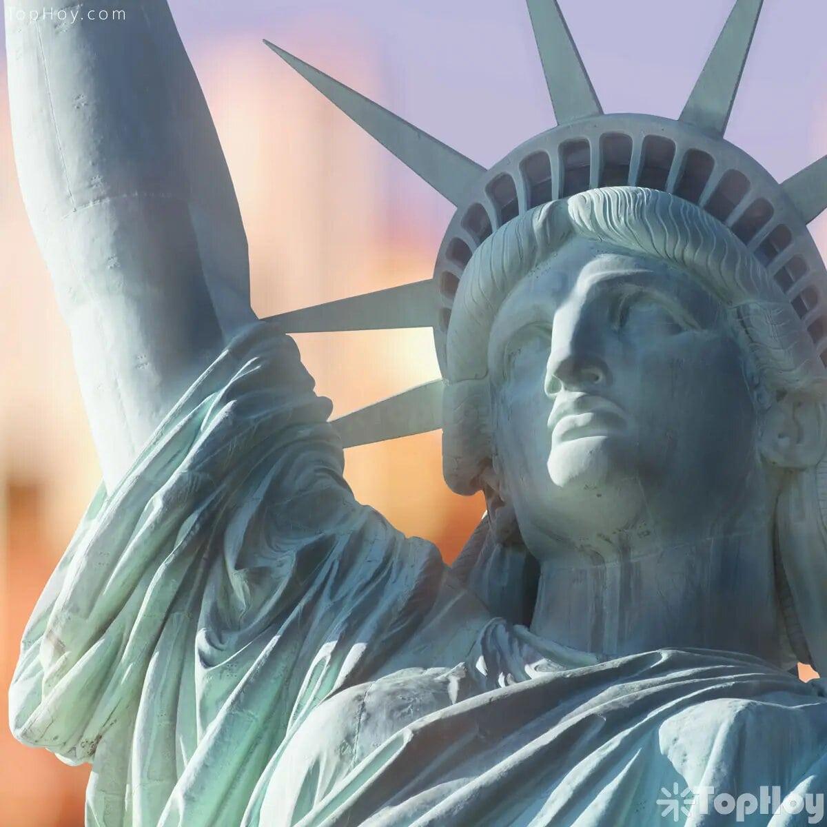 Para transportarla, la estatua se separó en 350 piezas individuales repartidas en 214 cajas.