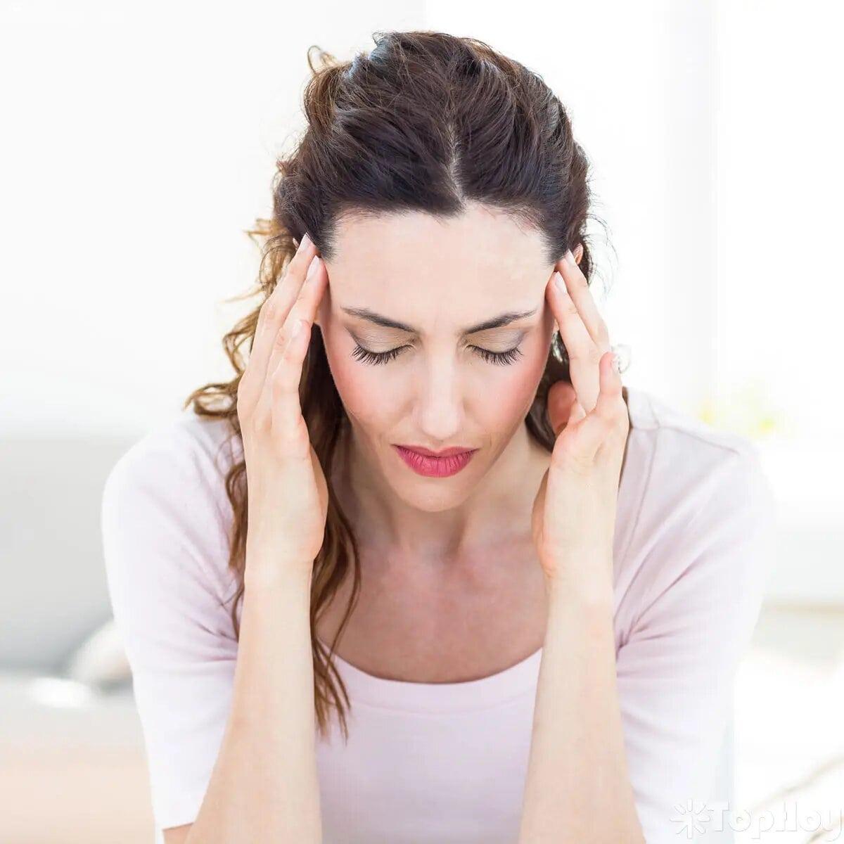 Como cualquier fármaco tiene sus efectos secundarios al consumirlas como dolor de cabeza, molestia en las mamas, náuseas, manchado irregular y desajustes en la menstruación.
